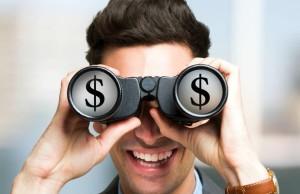 homem-binoculos-dinheiro