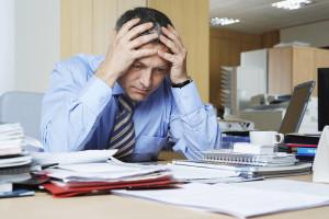 chefe-preocupado-em-busca-de-assessoria-juridica