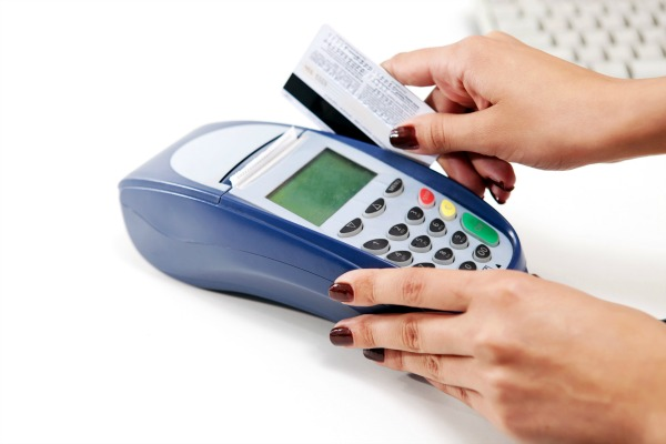 Por que dividir a compra em dois cartões de crédito é uma cilada