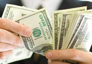 contando-notas-de-dolar
