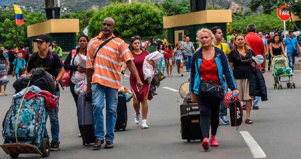 Diante da pior crise humana da história da Venezuela, uma percentagem considerada da população decidiu emigrar para outros países, em busca de uma melhor qualidade de vida. Um dos destinos escolhidos por alguns é o vizinho do Sul, Brasil. O maior país da América do Sul, cuja língua oficial é o português, é uma das opções para emigrar. Talvez por causa da sua proximidade e apesar do facto de falarem outra língua. Em seguida, veremos aspetos positivos da emigração para o país amazônico. Mas se você precisar de mais ajuda a este respeito para ficar legal no país, nada como falar com a JD Immigration. Eles podem ajudar em todo o processo.