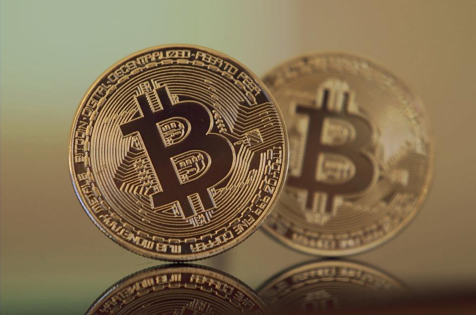 Esquema suspeito de pirâmide financeira com Bitcoin faz propaganda em grande site do Brasil