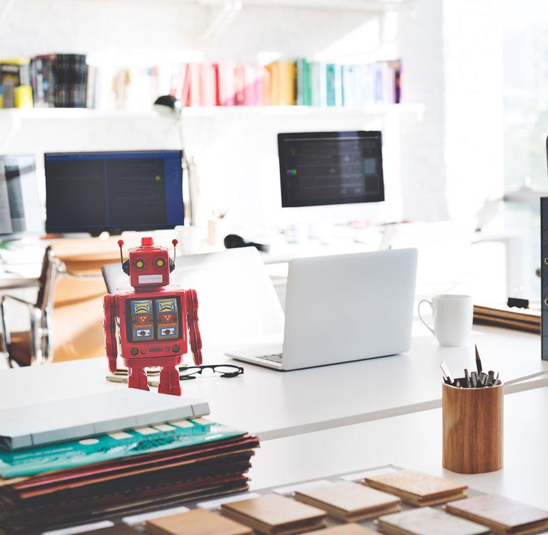 """Em seu site, empresa se define como uma criadora de """"robôs investidores lucrativos na Bolsa de Valores""""; planos vendidos chegam a R$ 6 mil"""